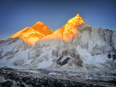 Mount-Everest-Sunlight